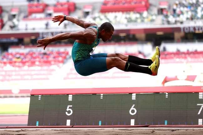 Felipe dos Santos na prova do salto em distância na disputa do decatlo em Tóquio