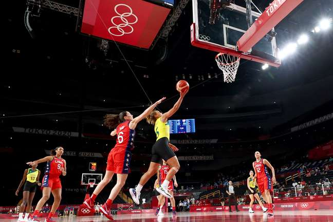 EUA atropelam Austrália e chegam à semifinal no basquete feminino