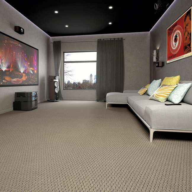 35. Carpete para sala em bege com sofá cinza – Foto Atelie Revestimentos