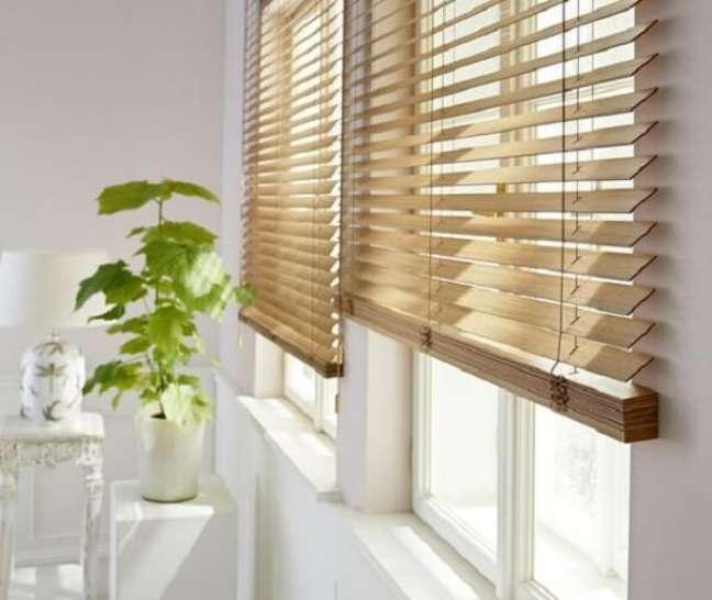 8. A cortina persiana de madeira combina com diferentes propostas decorativas. Fonte: Pinterest
