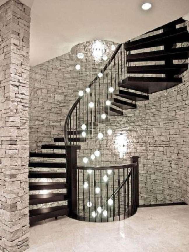 29. Modelo de lustre para escada caracol. Fonte: Pinterest