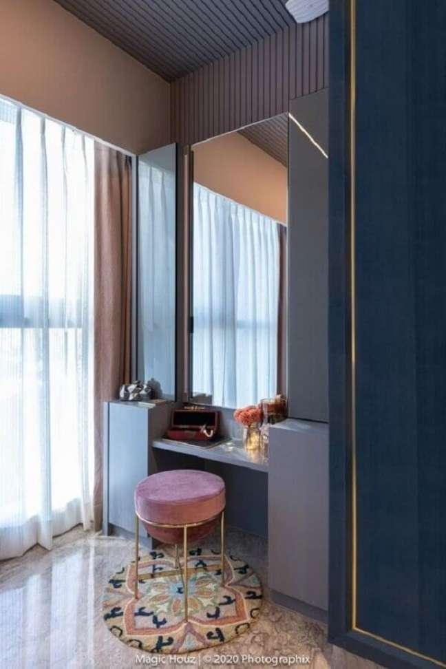 47. Puff banqueta redondo moderno para decoração de penteadeira planejada – Foto: The Architect's Diary