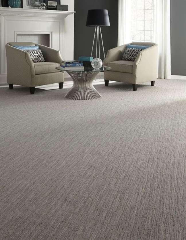 19. Carpete para sala cinza – Foto The Spruce