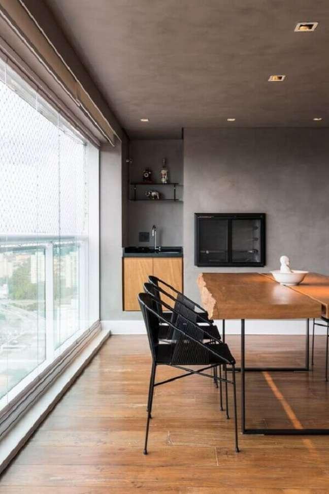 35. Decoração industrial para apartamento com varanda gourmet e churrasqueira – Foto: Casa de Valentina