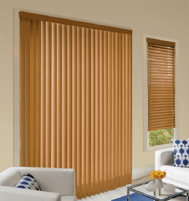 3. Sala com persiana de madeira vertical. Fonte: Pinterest