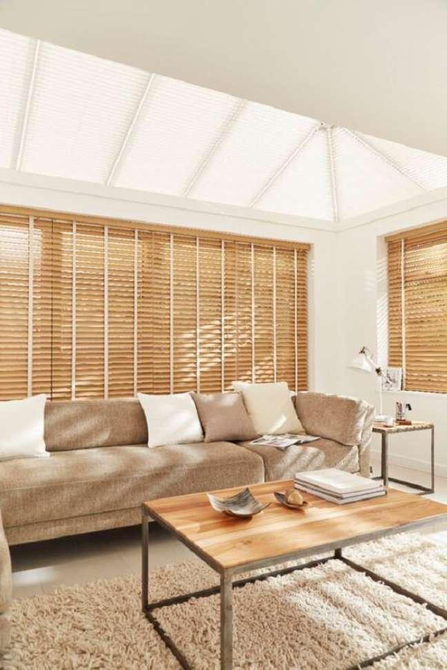 1. Modelo de persiana de madeira para sala. Fonte: Pinterest