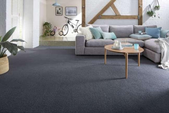 18. Carpete para sala cinza escuro – Foto Cotanet