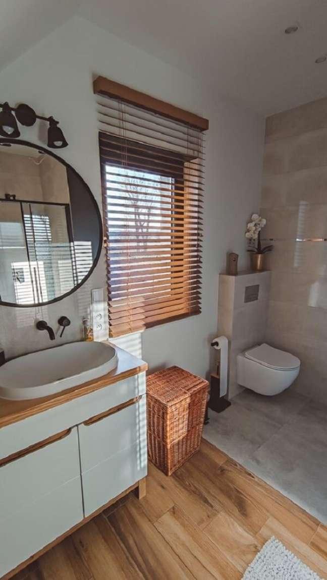 19. A persiana de madeira é uma peça decorativa muito prática e versátil. Fonte: Pinterest