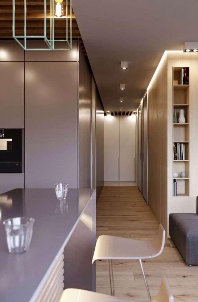 26. Decoração com gesso na cozinha moderna com teto rebaixado – Foto Pinterest