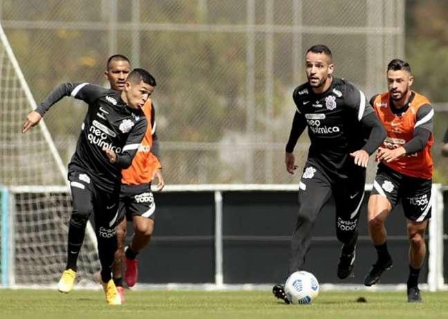 Renato Augusto e Giuliano treinaram novamente com bola nesta quarta-feira (Foto: Rodrigo Coca/Ag. Corinthians)