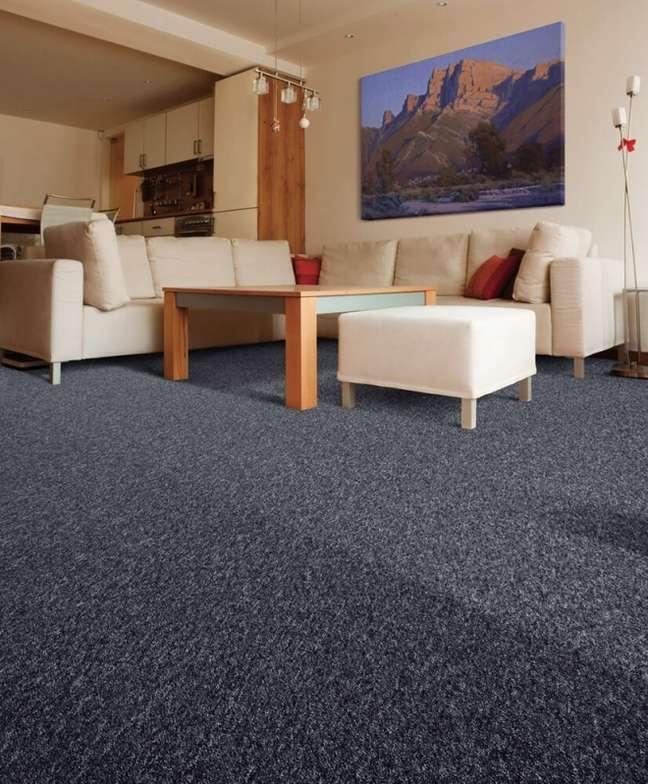 33. Carpete para sala em azul marinho – Foto Trak Pisos Elevados