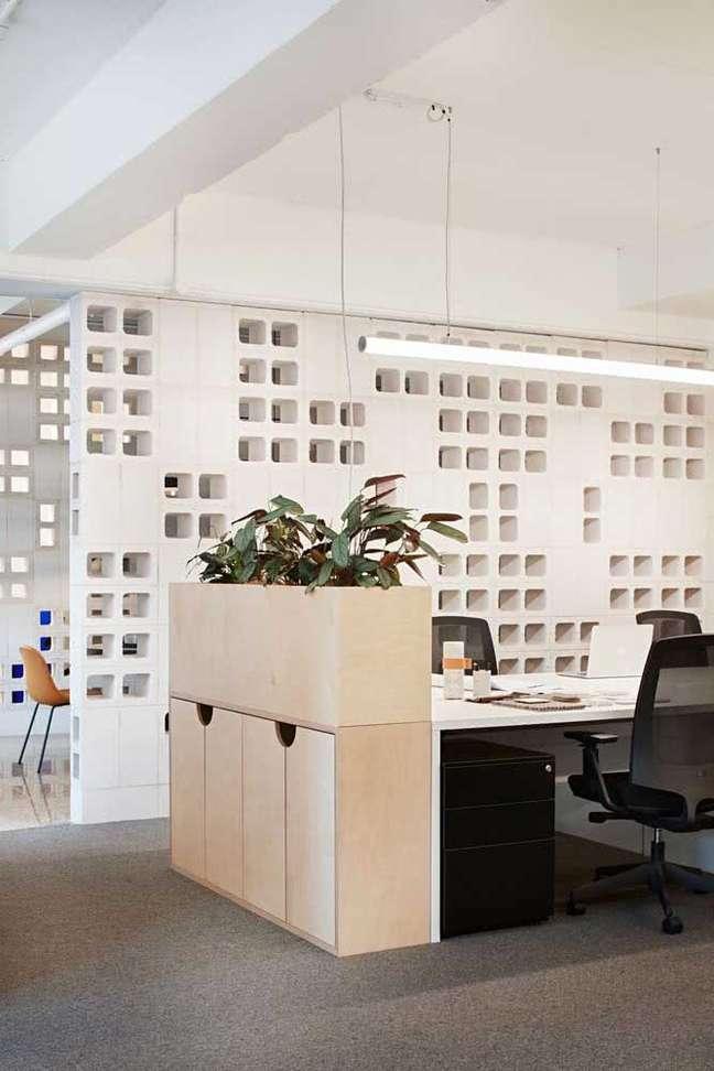 52. Divisórias para escritório com decoração de gesso 3D – Foto Pinterest
