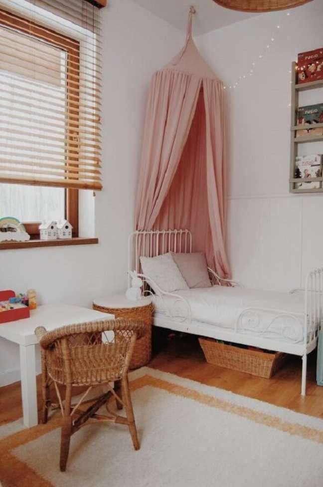 42. Persiana de madeira para quarto de menina. Fonte: Pinterest