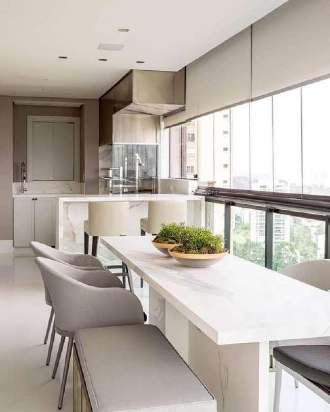 28. Cores claras para decoração de apartamento com varanda gourmet – Foto: Dicas de Mulher
