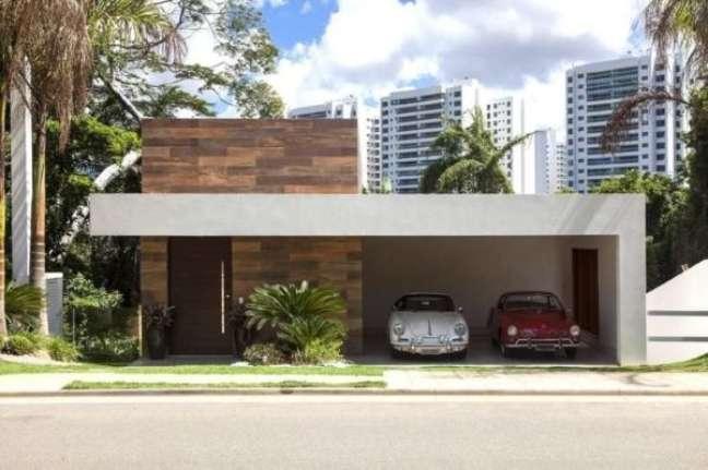 17. Garagem de casa moderna para dois carros – Foto Disney Quintela