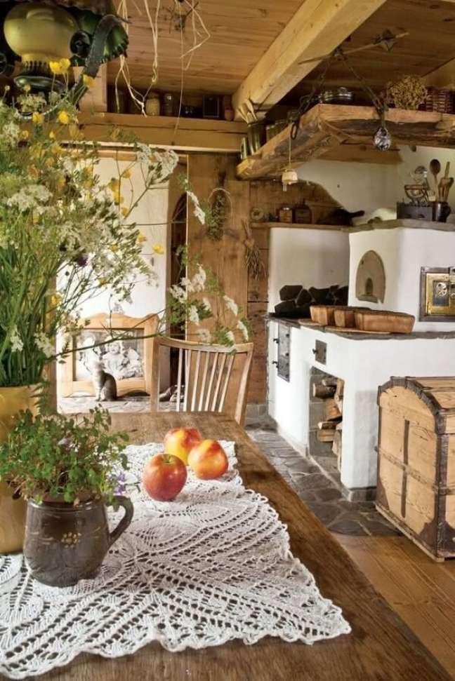 57. Decoração rústica de área gourmet com fogão a lenha – Foto Pinteresdecora