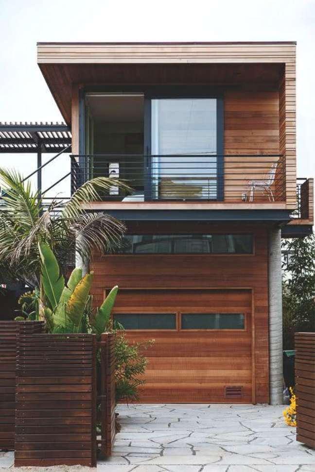 41. Modelos de garagem de madeira na entrada de casa – Foto Pinterest