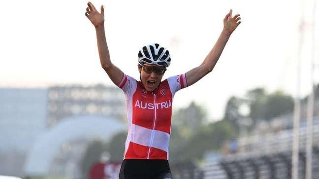 Anna Kiesenhofre foi campeã olímpica de ciclismo de estrada em Tóquio