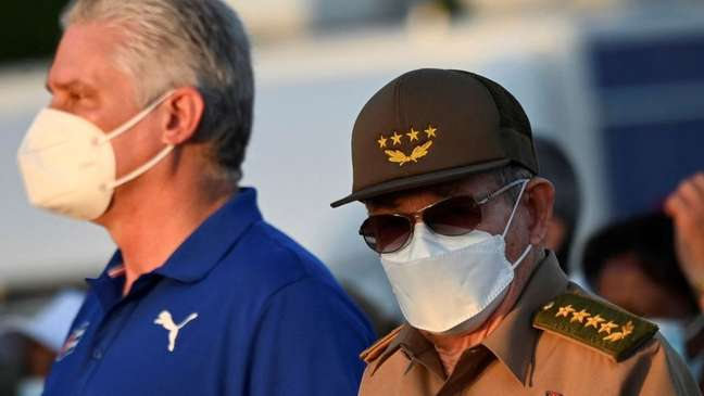 A maioria da população cubana não tem acesso às máscaras que oferecem maior proteção, como a usada por autoridades da ilha