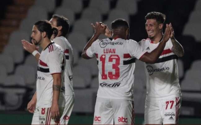 São Paulo levou bolada ao passar pelo Vasco nas oitavas da Copa do Brasil (Foto: Rubens Chiri / São Paulo)