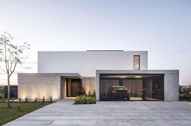 68. Casa com modelos de garagem na entrada – Foto Wallhere