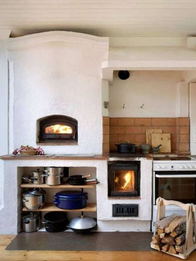 35. Área gourmet para fogão a lenha e panelas de ferro – Foto Pinterest