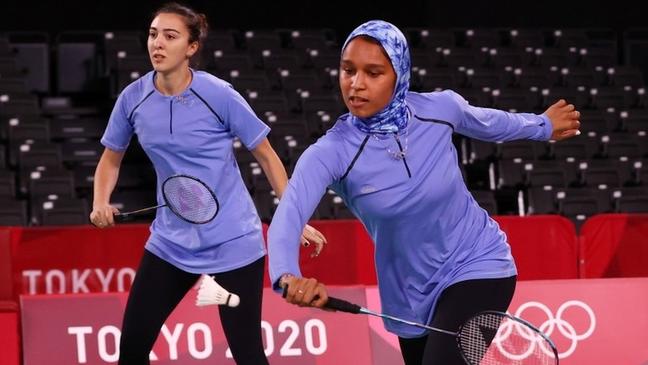 Hadia Hosny (ao fundo) foi eliminada do badminton em dupla feminino. Ela competiu ao lado de sua colega Doha Hany