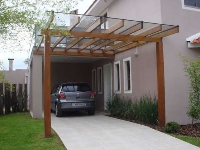 62. Casa com garagem e pergolado de vidro – Foto Pinterest