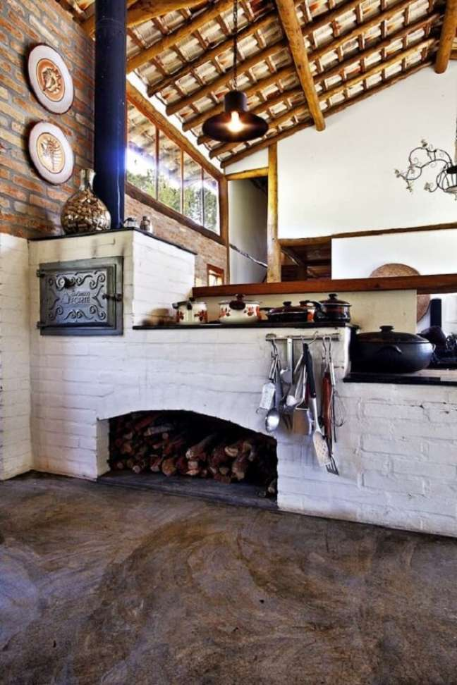 55. Projeto de área gourmet rustica com fogão a lenha – Foto Homify