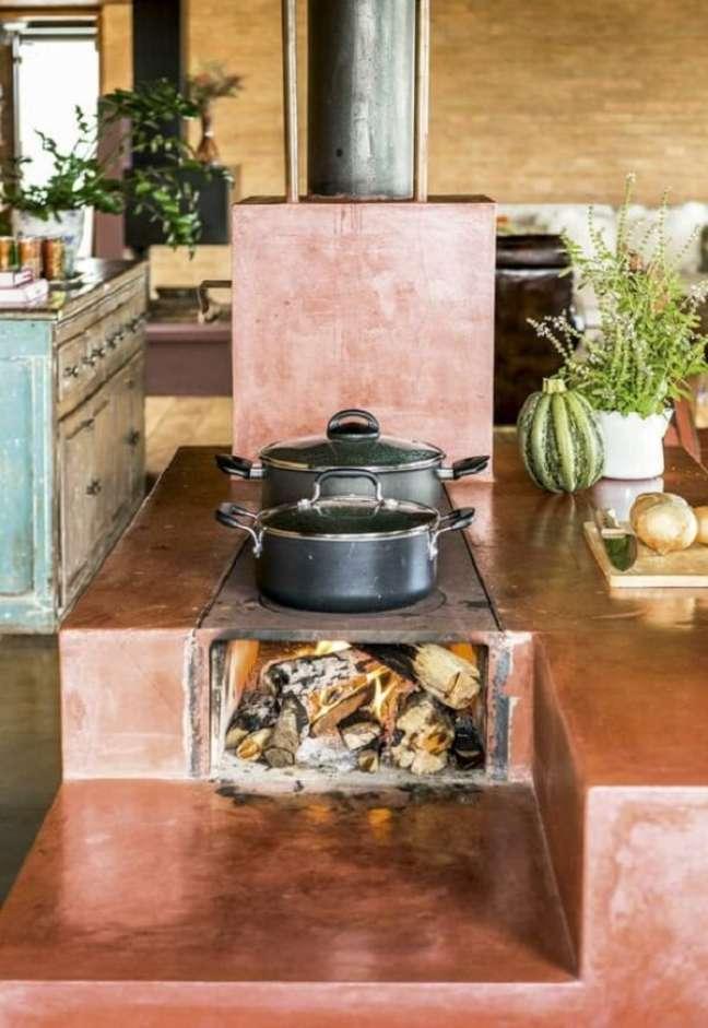 29. Área gourmet com fogão a lenha tradicional – Foto Dcore Você