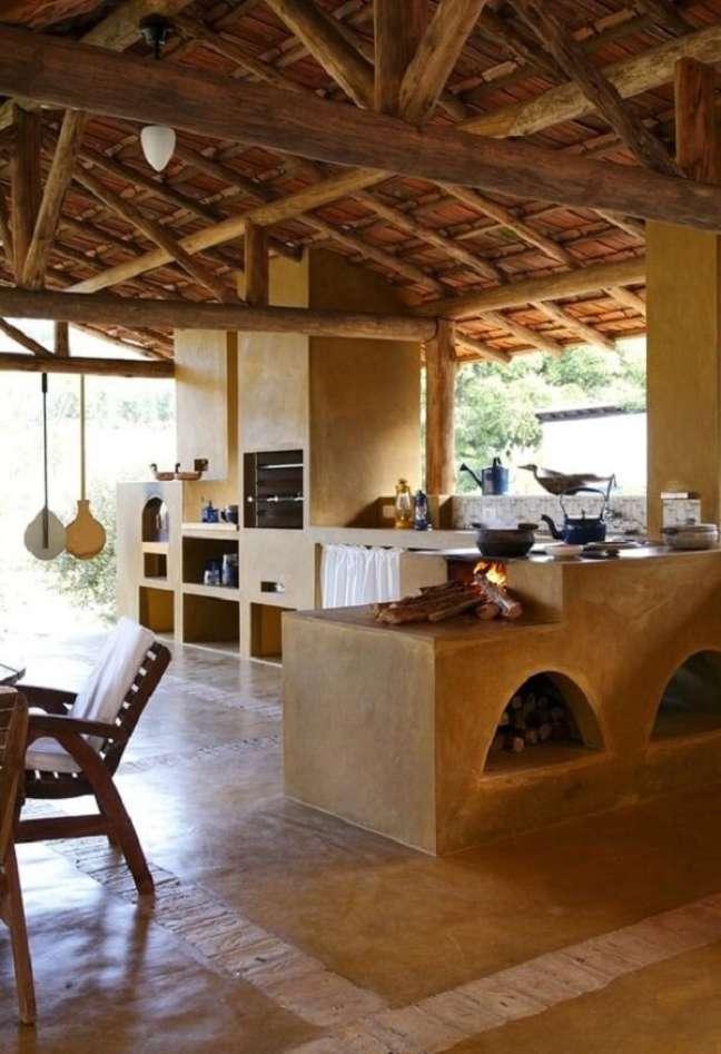 26. Área gourmet com fogão a lenha planejada – Foto Pinterest