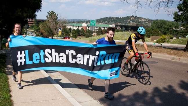 Corredores no Colorado correm em protesto para apoiar Richardson