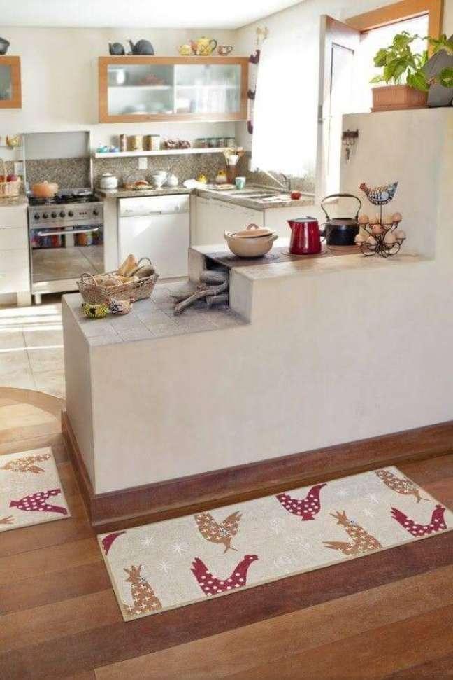 6. Área gourmet com fogão a lenha e fogão com estilo de casa do campo -Foto Pinterest
