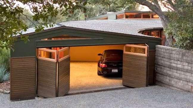 40. Modelos de garagem com portão sanfonado – Foto RunmanReCords Design