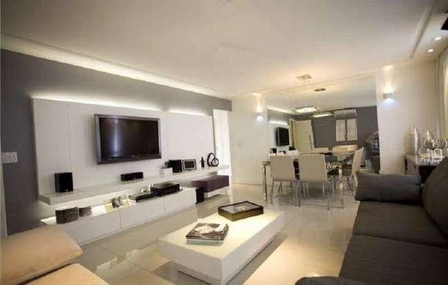 18. Decoração de sala de estar cinza e branco com sala de jantar integrada – Foto: Pinterest