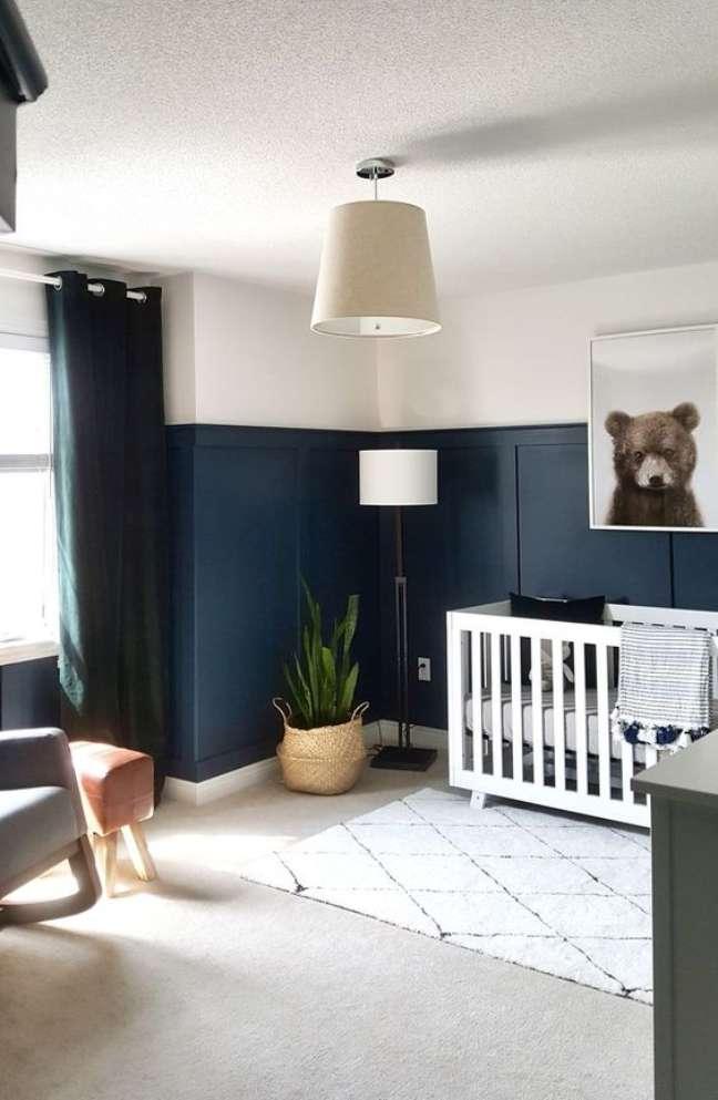 44. Decoração em azul marinho e branco para quarto de bebê moderno – Foto Project Nursery