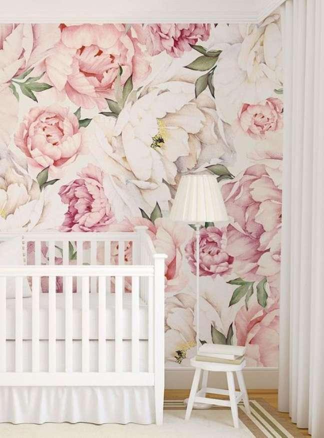 61. Quarto de bebe moderno com papel de parede rosa floral – Foto Etsy