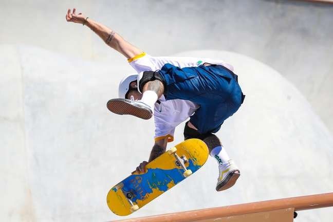 Skatista Pedro Barros, que recebeu medalha de prata em Tóquio