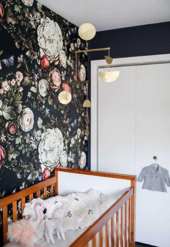 48. Papel de parede floral para quarto de bebê moderno – Foto Pinterest
