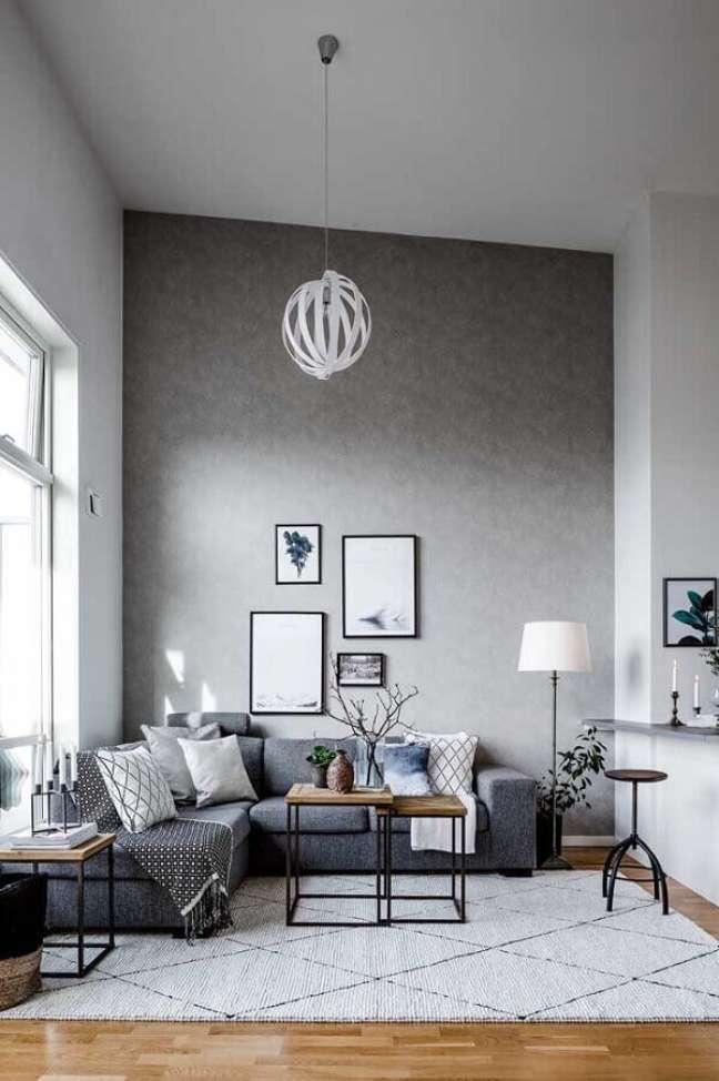 15. Decoração de sala cinza e branco com mesa estilo industrial – Foto: Home Fashion Trend