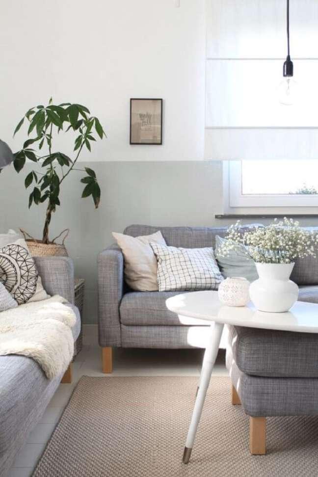11. Almofadas estampadas para decoração de sala pintada de cinza e branco – Foto: Britta BLOGGT