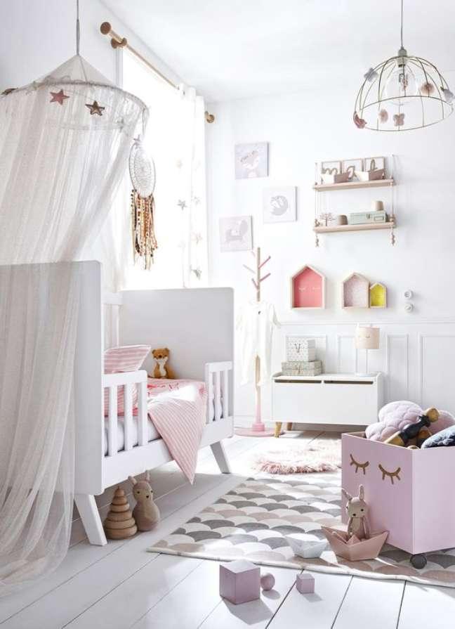 25. Quarto de bebe retrô branco e rosa feminino – Foto Vertbaudet