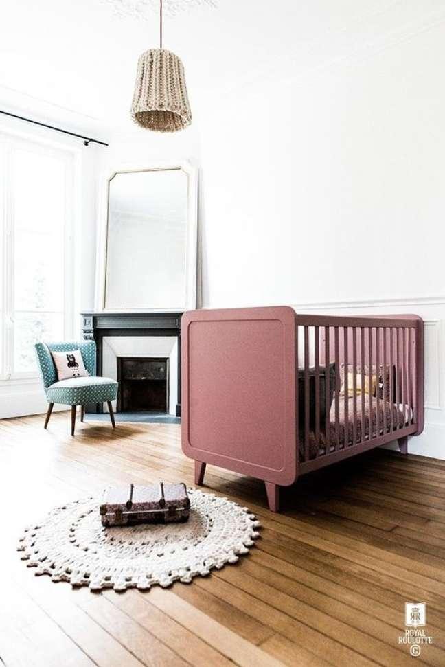 29. Quarto de bebe retro com berço rosa – Foto Mini Mioche