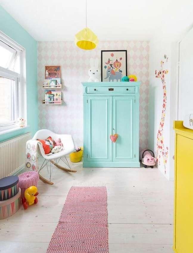 57. Quarto de bebe moderno com decoração retro colorida – Foto Revista VD