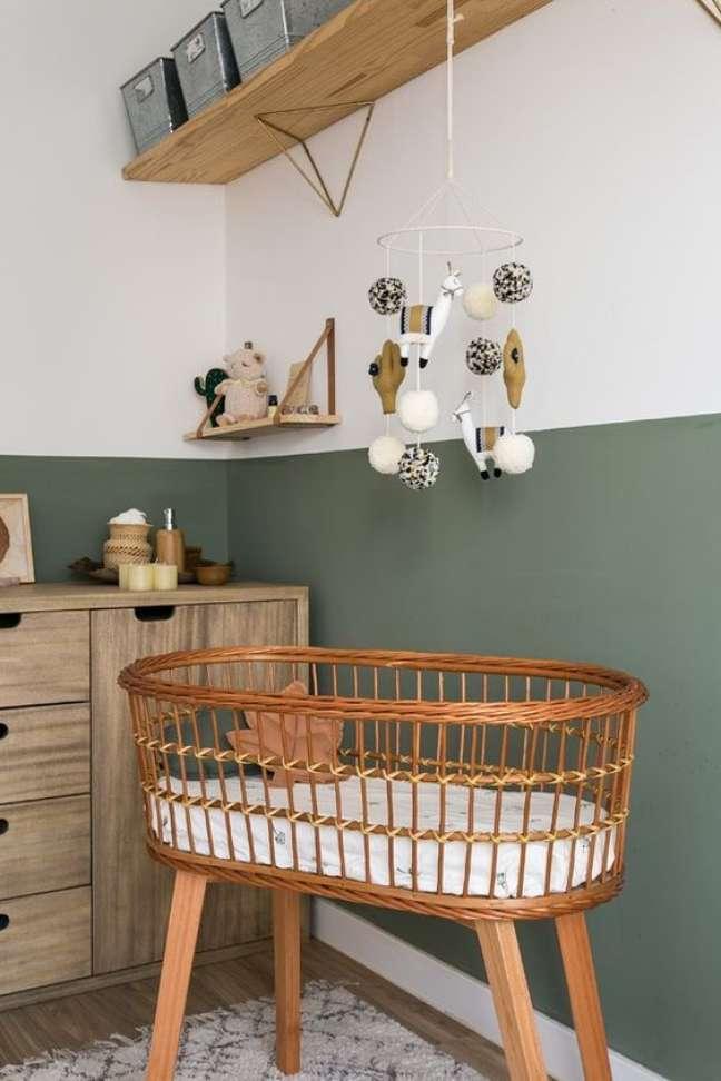 16. Quarto de bebe reto com berço de vime – Foto Arkpad