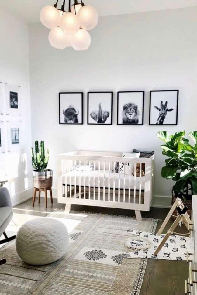 14. Quarto de bebe moderno com quadros de animais – Foto Pinterest