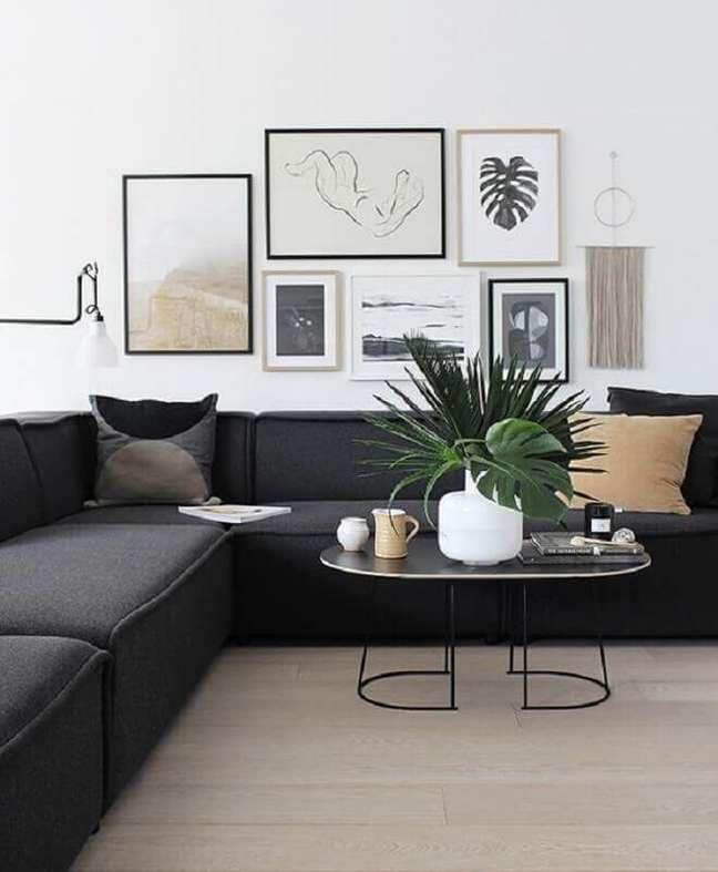 43. Quadros de parede para sala branca e cinza decorada com sofá de canto moderno – Foto: Michelle Halford