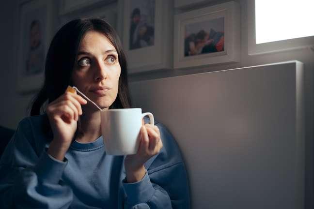 Chá de camomila é uma erva suave, que tem sido amplamente utilizada para tratar problemas, incluindo insônia, depressão, estresse e ansiedade