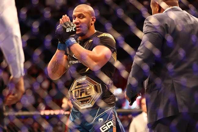 Gane é o novo campeão interino do UFC