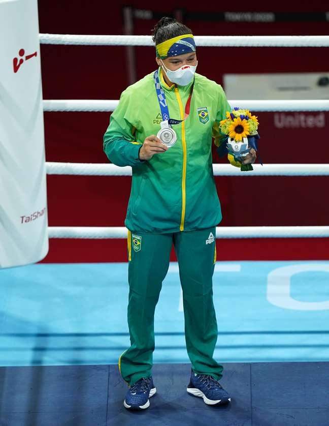 Beatriz Ferreira perde para irlandesa e leva a prata no boxe
